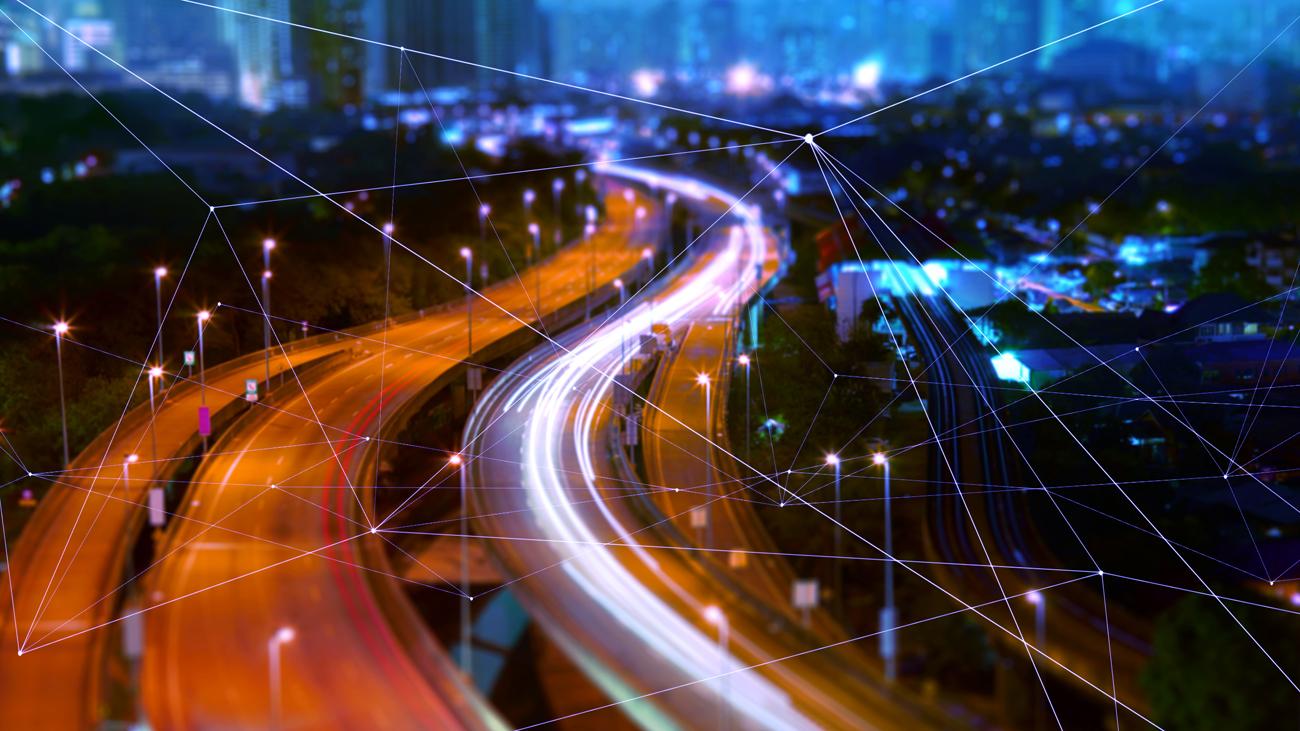 Langzeitbelichtung Autobahn mit Netzgrafik